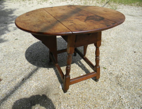 "Queen Anne Walnut Butterfly Table,American Circa 1740-50, 26""t-13'w"