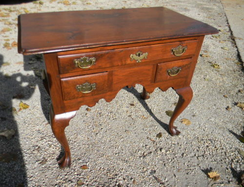 Walnut Queen Anne PA. Lowboy Ca. 1750
